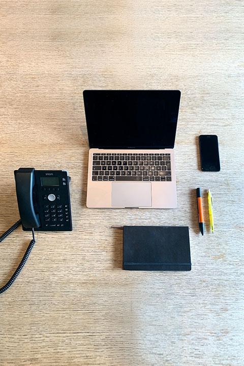 büro_telefon_notebook_stifte_notizbuch